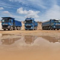 Full-STS_4093-Line-up-met-blauwe-container